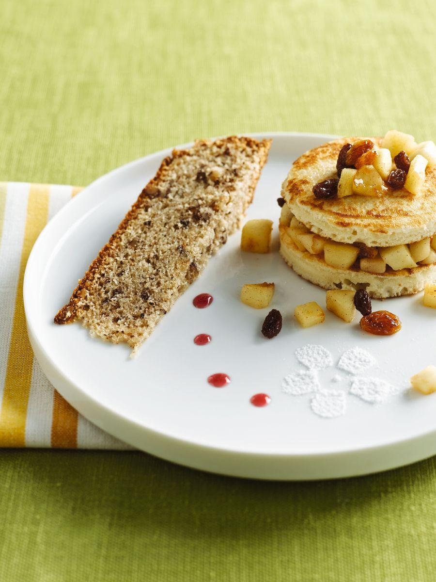 Notencake en pancakes met appelmoes