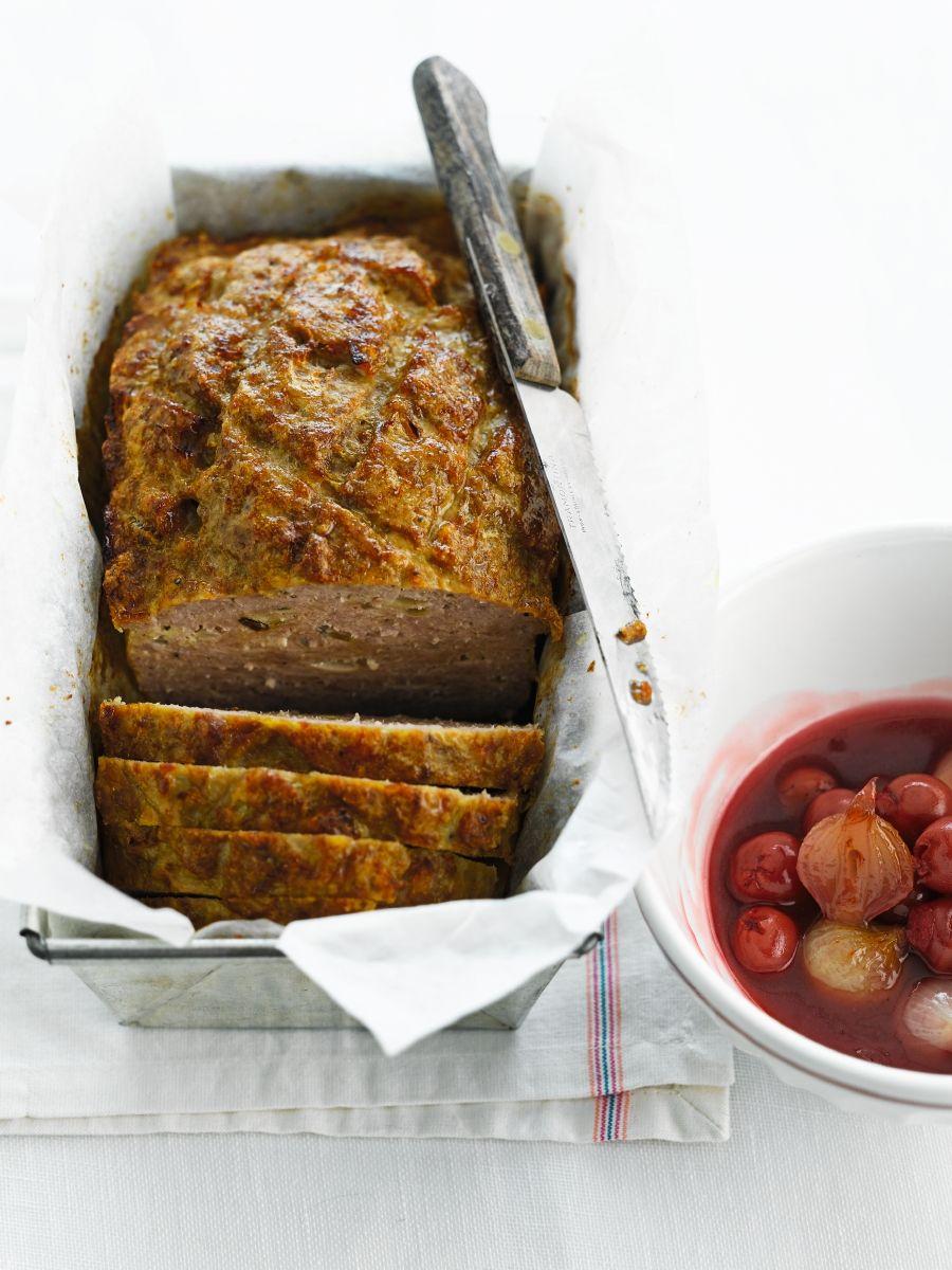 Vleesbrood met kriek en zilveruitjes