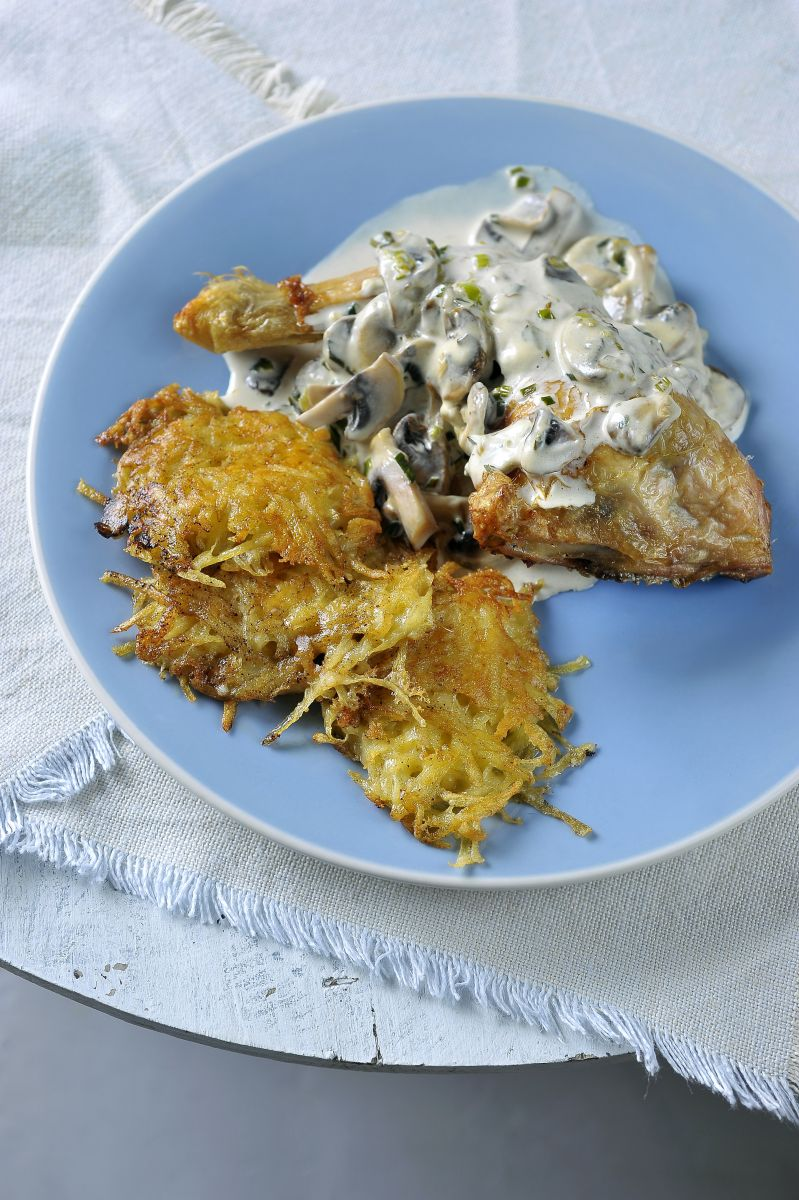 Gevulde kip  met rösti aardappelen en champignonsaus