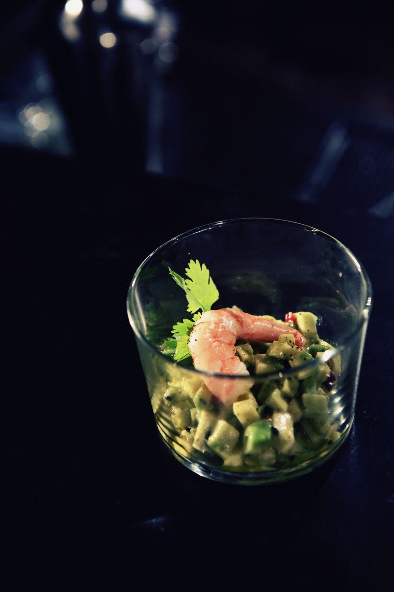 Tartaar van avocado met roze garnalen