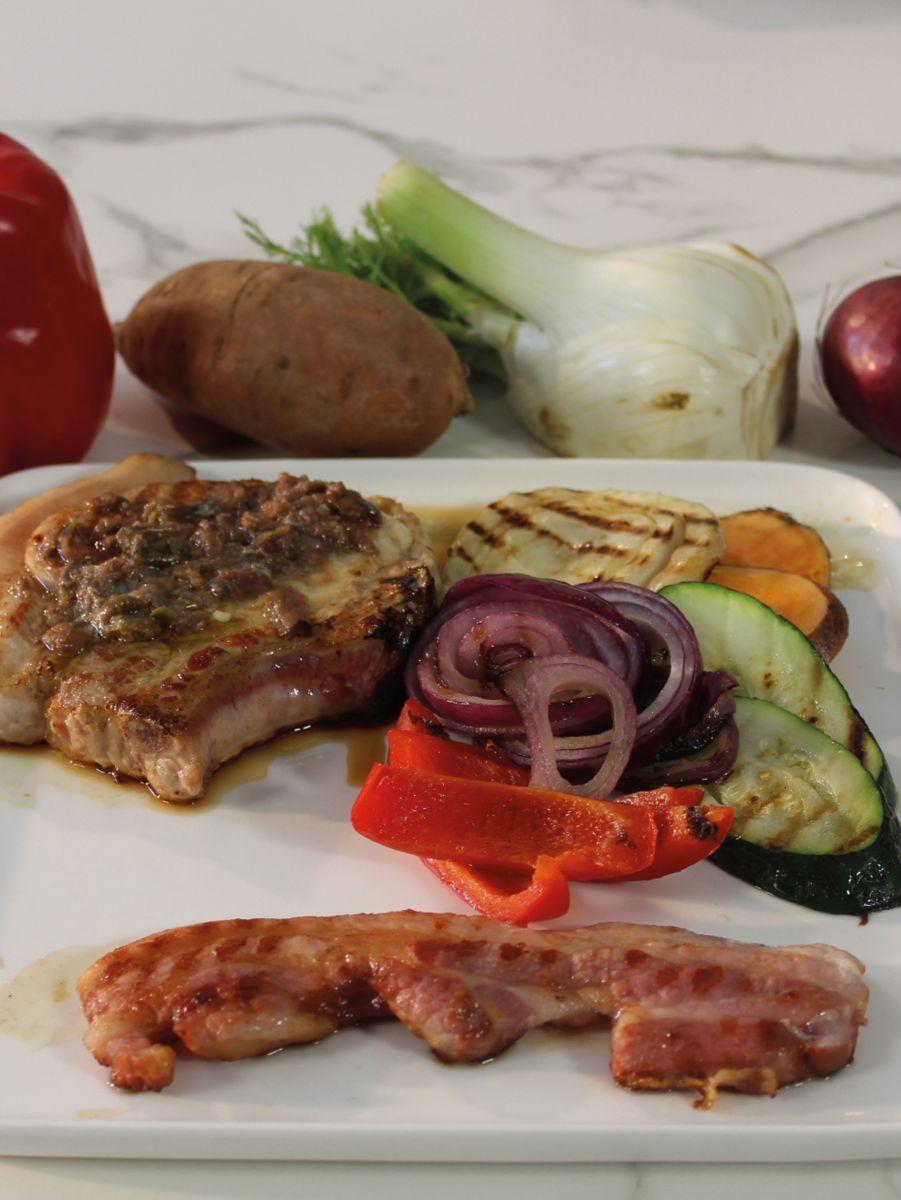 Varkenskotelet met gegrilde groentjes en ansjovisboter