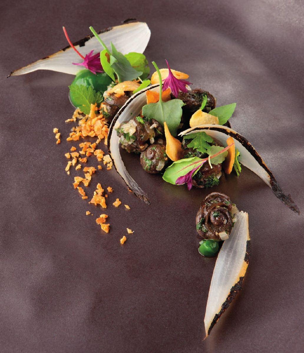 Naamse slak met puree van groene kruiden