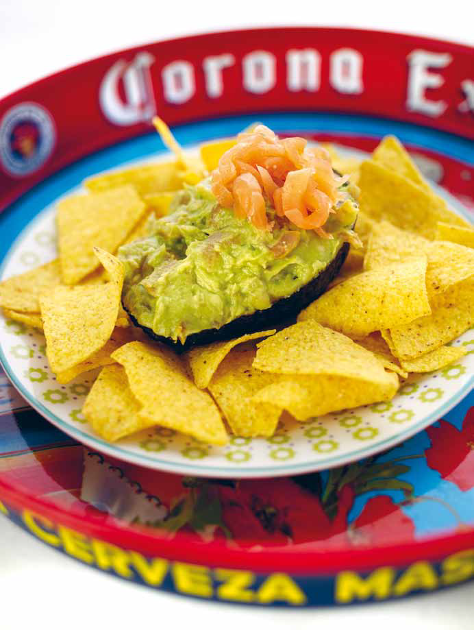 Nacho's met guacamole-zalmdip