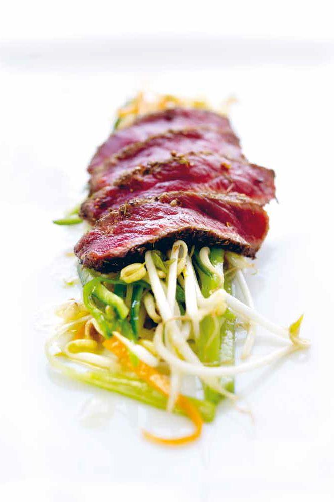 Gekorste ossenhaas met Thaise salade