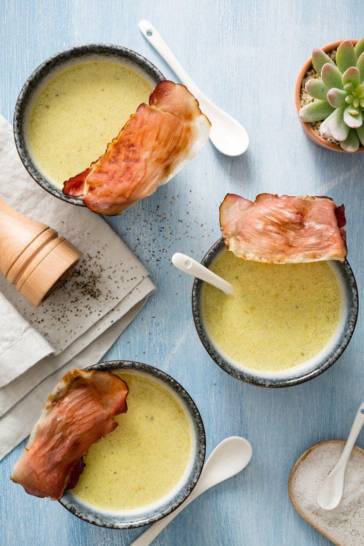 Ijsbergsla-komkommersoep met krokante ham