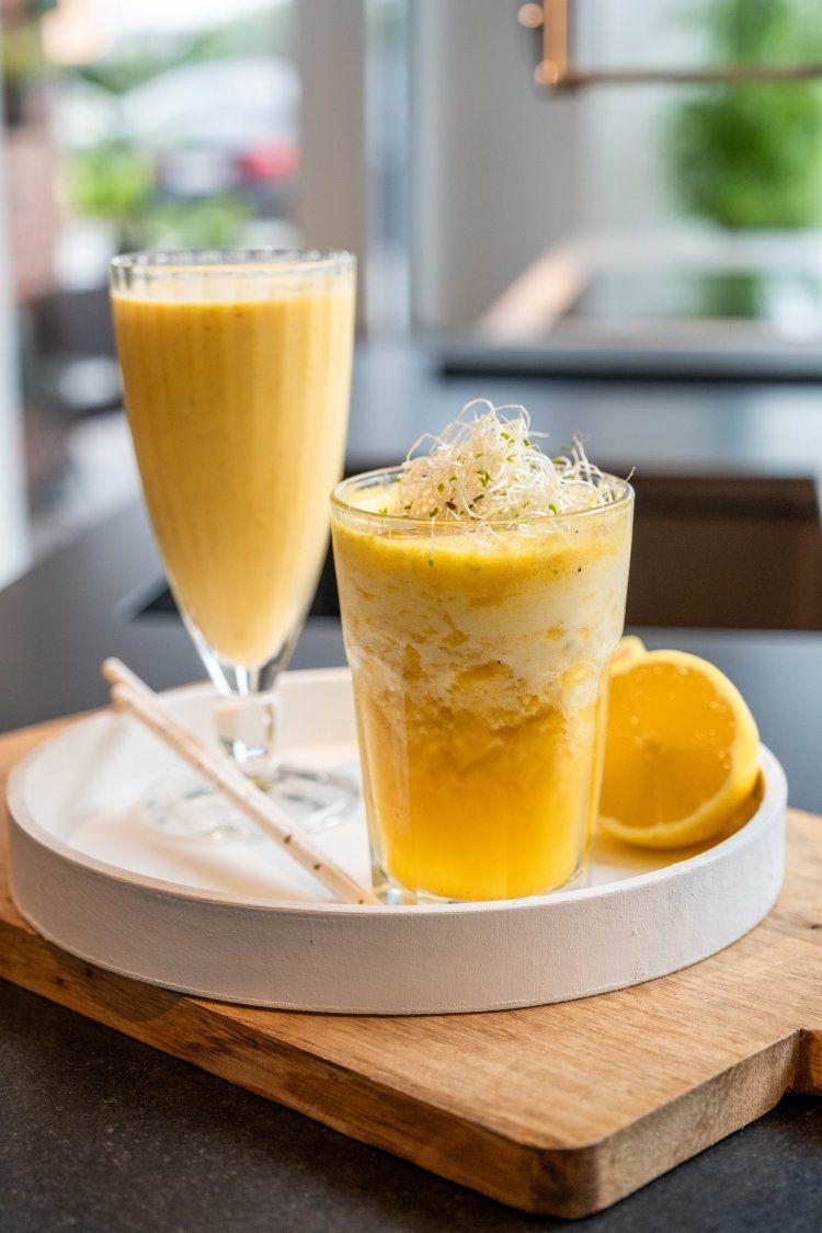 Gele toverdrank met ananas