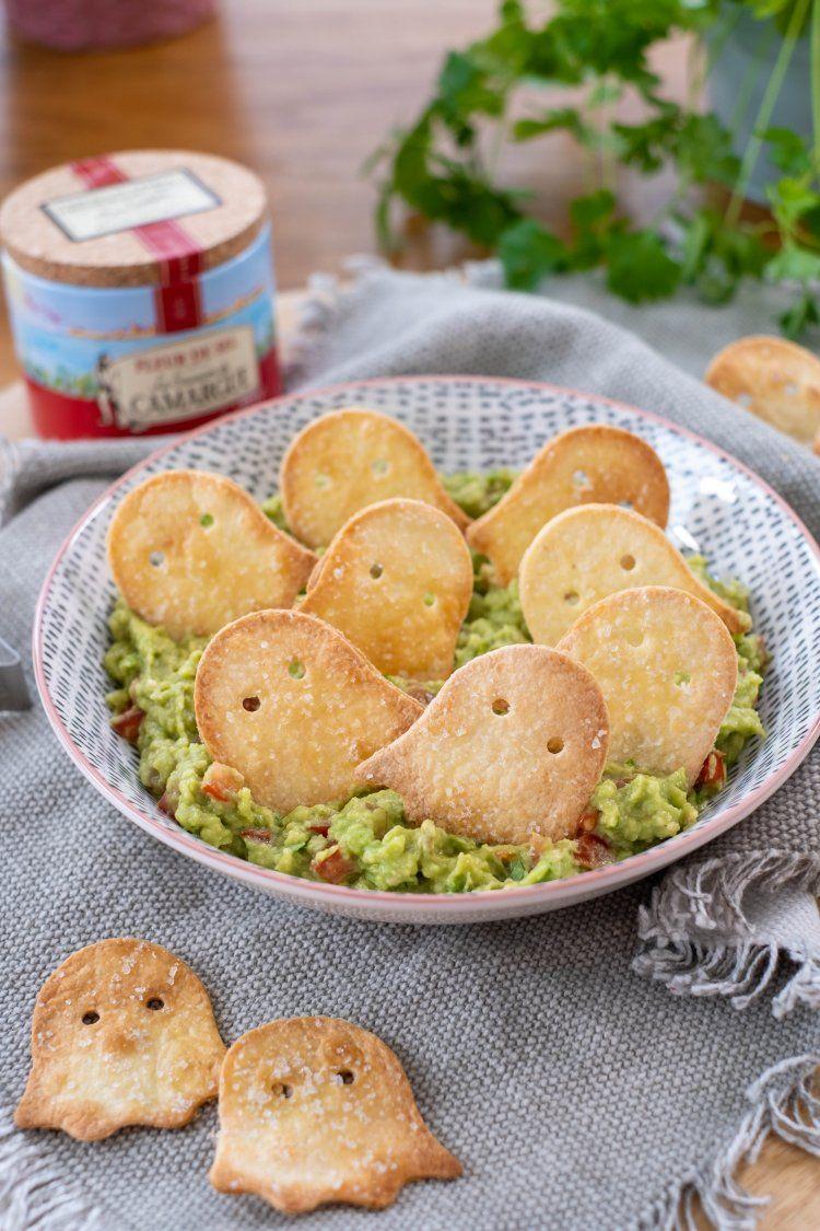 Spooky tortillachips met guacamoledip