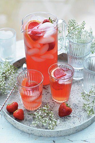 Kamille-aardbeien iced tea