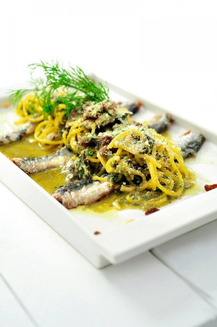 Spaghetti met sardientjes uit Sicilië
