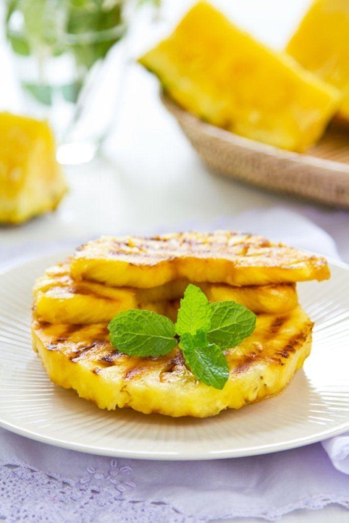 Gekarameliseerde ananasschijven met kokos