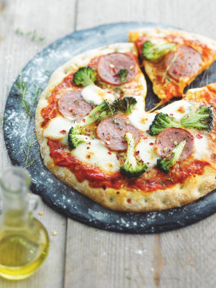 Leftover pizza met de kliekjes van de vorige dag