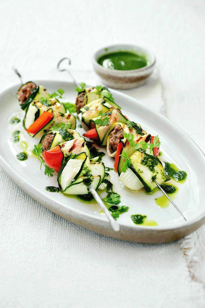 Gegrilde Griekse groentesaté met lamsgehakt