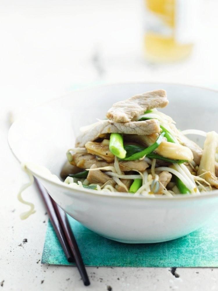 Oosterse wok van varkensvlees