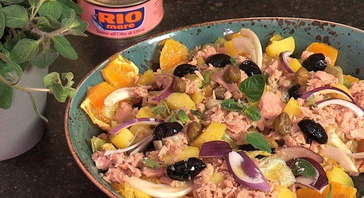 Italiaanse zomersalade met venkel, appelsien en tonijn