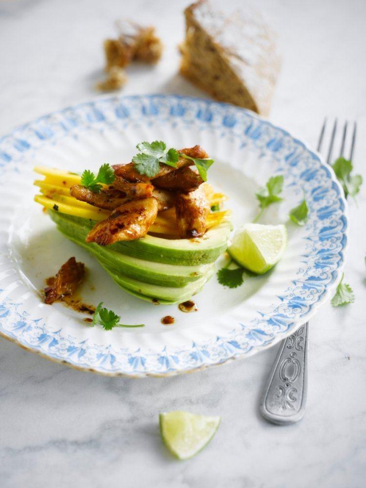 Gevulde avocado met kip & mango
