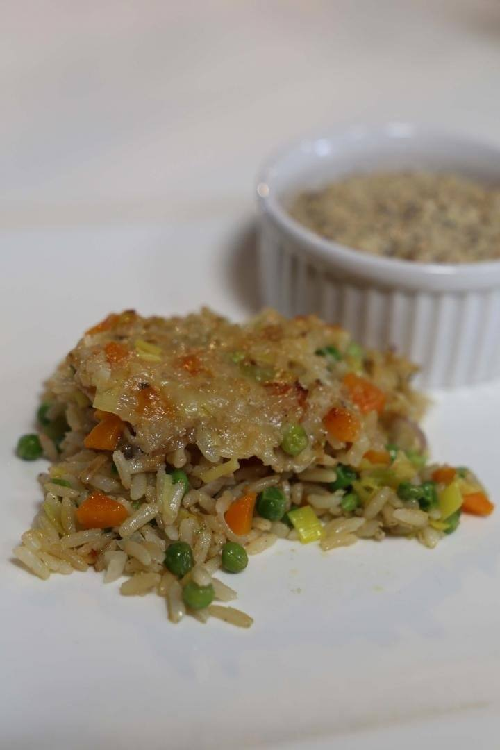 Vegetarische rijstschotel met kikkererwtenspread