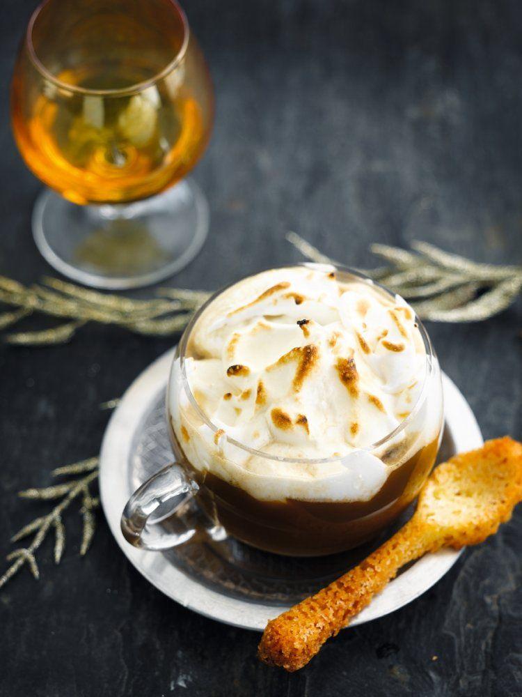 Dessertkoffie met een kokoskoekje