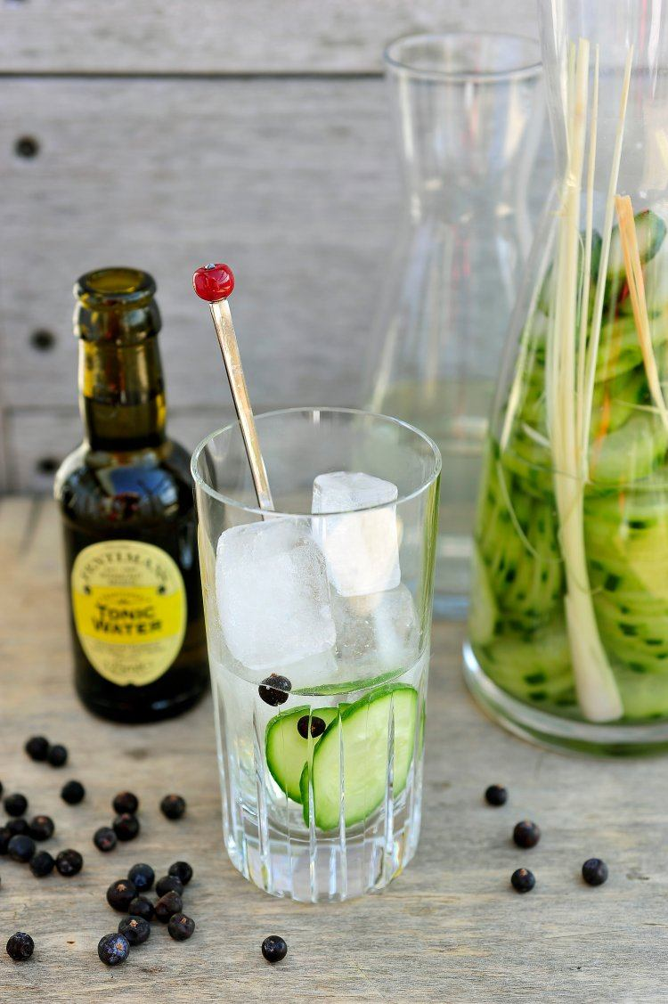 Gin & tonic met komkommer en citroengras