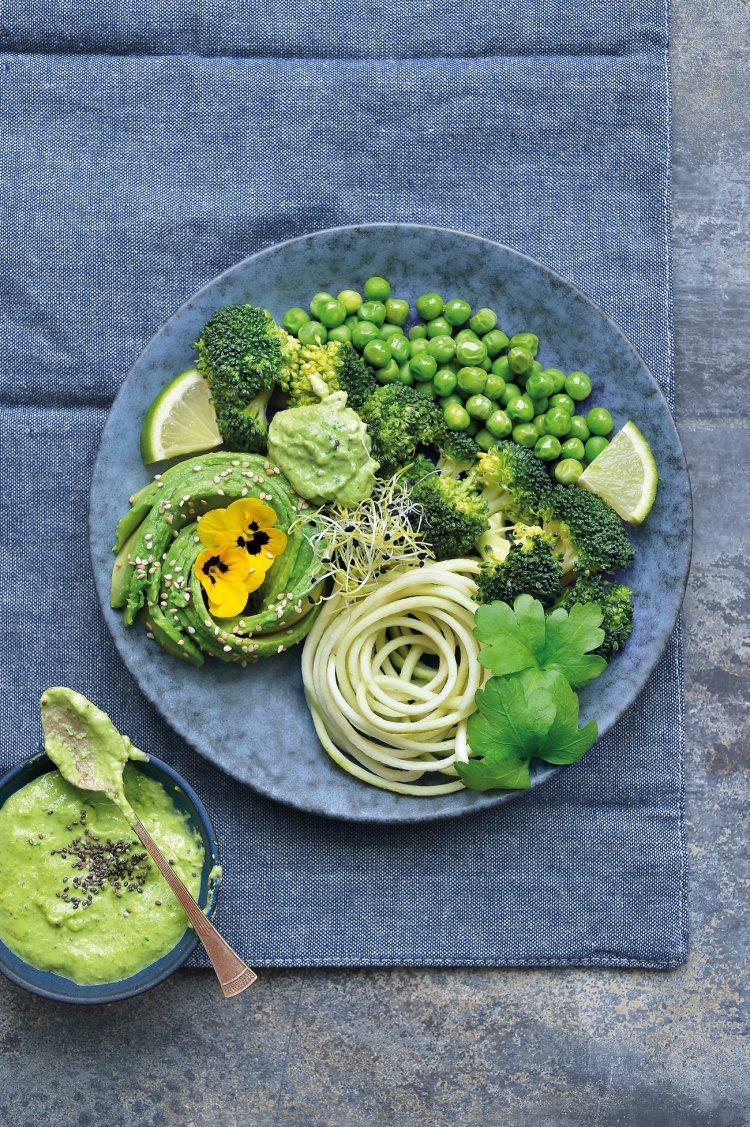 Detoxbowl met broccoli, courgette en erwtjes