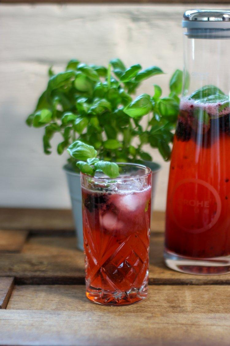 Drink pink - mocktail met braambessen en basilicum