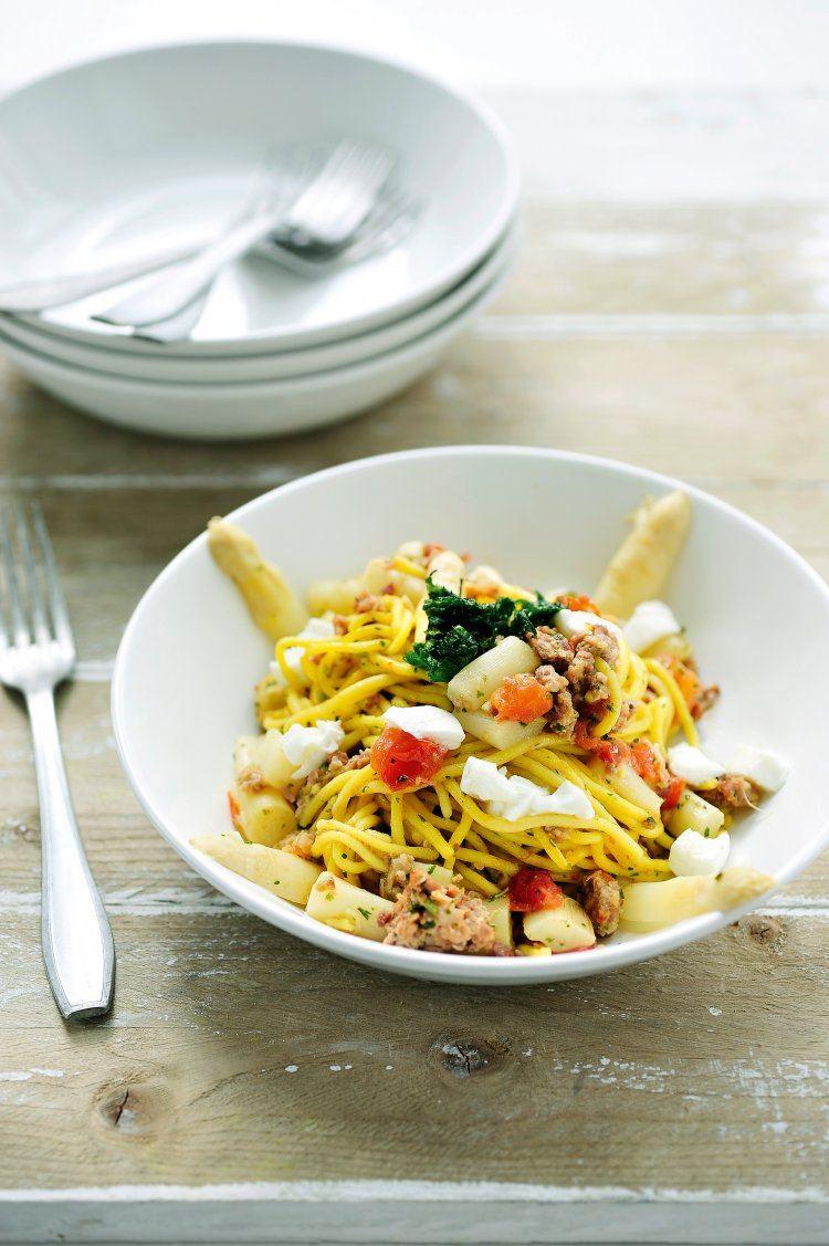 Spaghetti met asperges, tomaten en parmaham