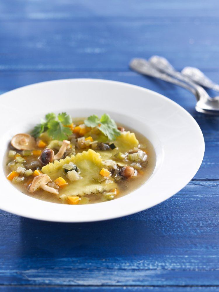 Bouillon van groenten met ravioli van kreeft