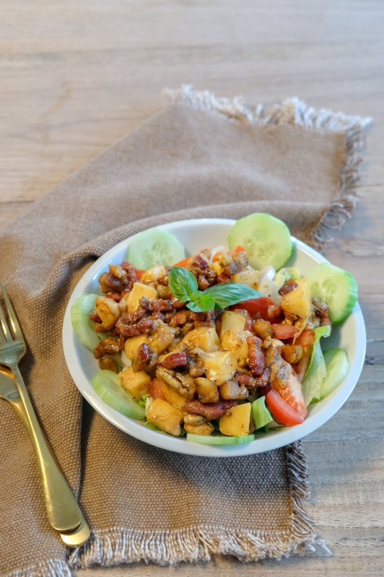 Salade met spek en kaas