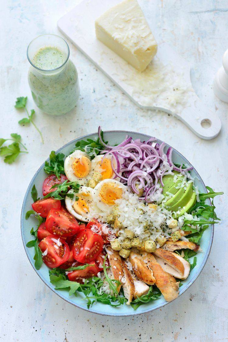 Salade met kip en avocadodressing