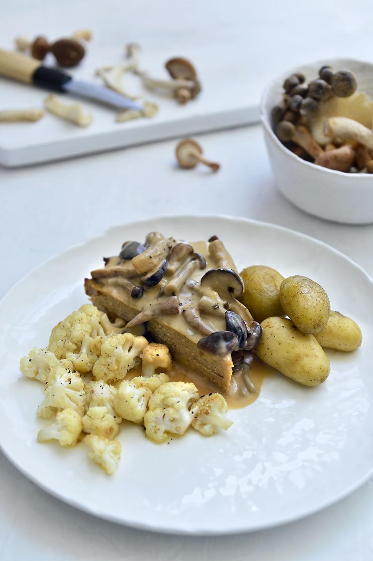 Gehaktbrood met champignonroomsaus en aardappeltjes