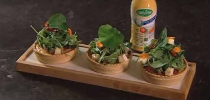 Mini-quiche met frisse rucolasalade